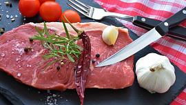 Na správně špikované maso je radost pohledět. Zůstane pěkně šťavnaté a má výrazně lepší chuť