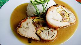 Základem dobré rolády je správně vykostěné kuře. Jak na to?