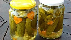 Sterilování ve sladkokyselém nebo slaném nálevu je oblíbený způsob, jak zavařit zeleninu