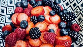 Ovoce, které dozrává v létě, můžeme zpracovat na moučníky nebo zavařit na zimu