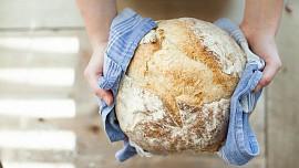 Kváskový chleba krok za krokem: Jak ho upéct, aby byl správně nakynutý?