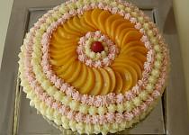 Čokoládový dort se smetanou a ovocem