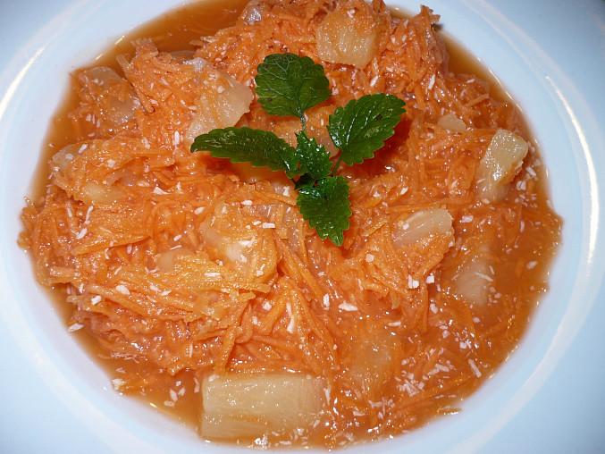 Mrkvovo-ananasový salát, mrkev,dětská jablečná přesnídávka,ananas.kompot,kokos