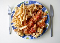 Pangas s česnekovými rajčaty a krutony
