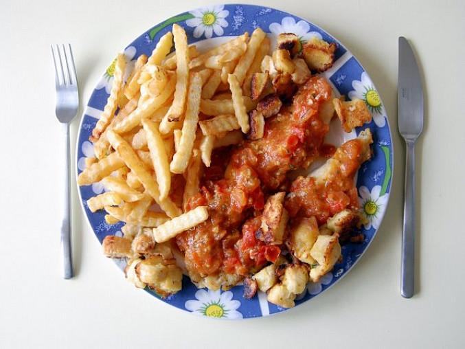 Pangas s česnekovými rajčaty a krustou