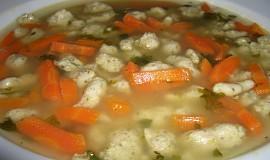 Polévka s drožďovými noky