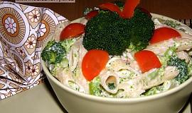 Těstovinový salát s brokolicí a nivovou omáčkou