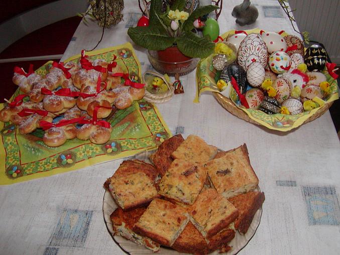 Velikonoční pletánky z vánočkového těsta
