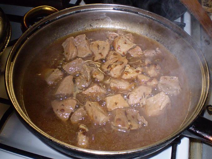 udušené maso