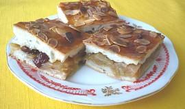Jablkový koláč z kynutého těsta