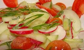Jarní salát z okurek