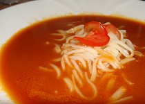 Rajčatová polévka s nudlemi