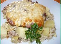 Vepřové maso na bramborách  a květáku v římském hrnci
