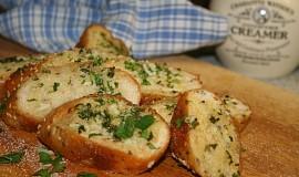 Zapečená česneková bageta