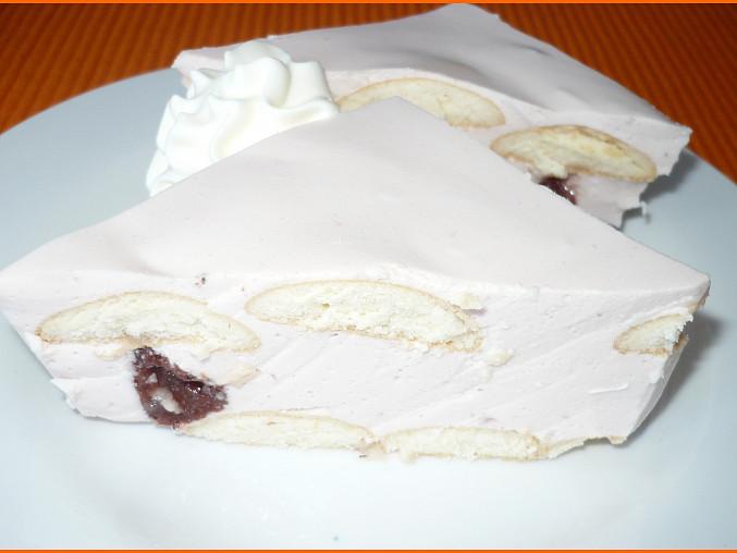Použitý jahodový jogurt a kompot, piškoty a děláno v pekáčku