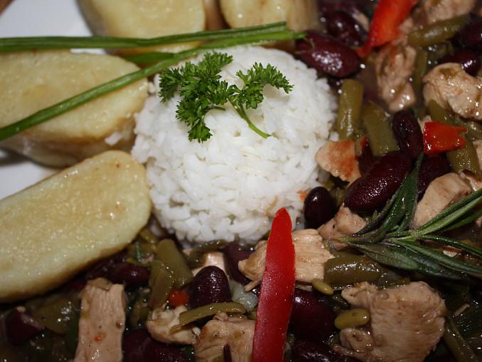 ... porce pro manžela /má rád rýži s bramborovými špalíčky/...