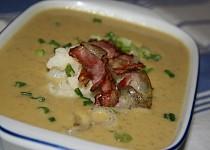 Květáková polévka s chutí Itálie