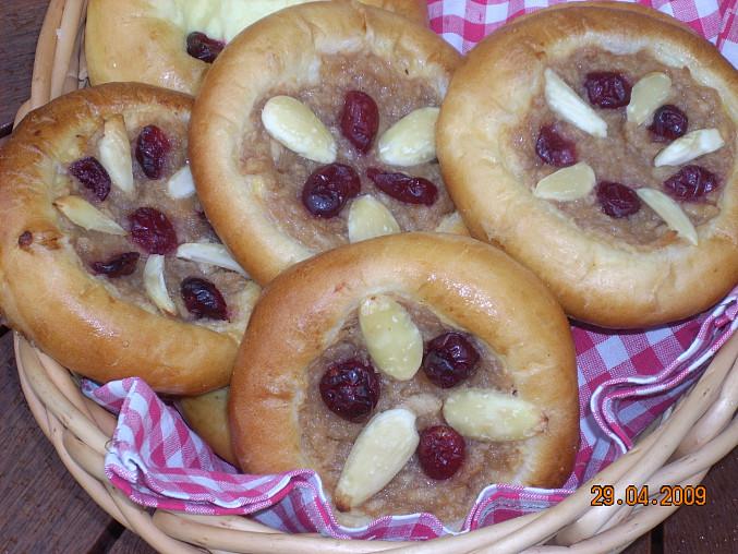 Koláče s jablečnou náplní