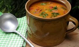 Papriková polévka  s klobásou