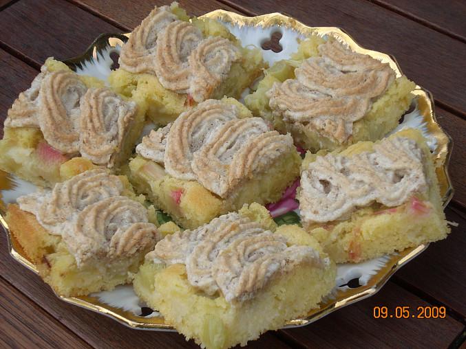 Rebarborový koláč s ořechovým sněhem