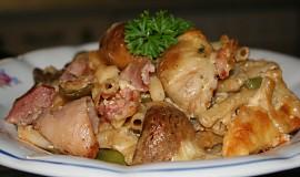 Těstoviny s pečenými žampiony a uzeným kuřecím