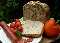 Česnekový chléb s cibulkou