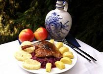 Kachna pečená na víně s jablky