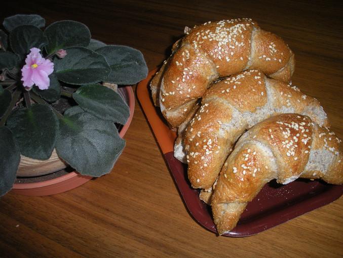 Jdou také rohlíky, ale musela jsem přidat zhruba 50 g žitné chlebové mouky (aby se těsto nelepilo)