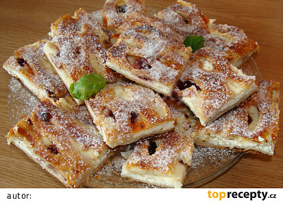 Mřížkový koláč z listového těsta