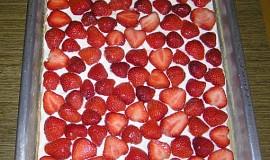 Piškotový ovocný koláč