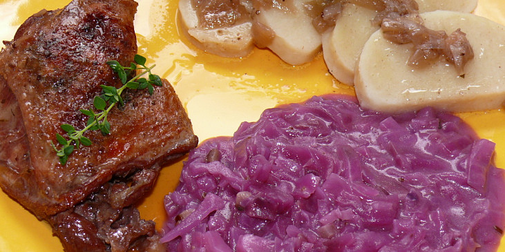 Kachní stehýnka s bylinkovým máslem