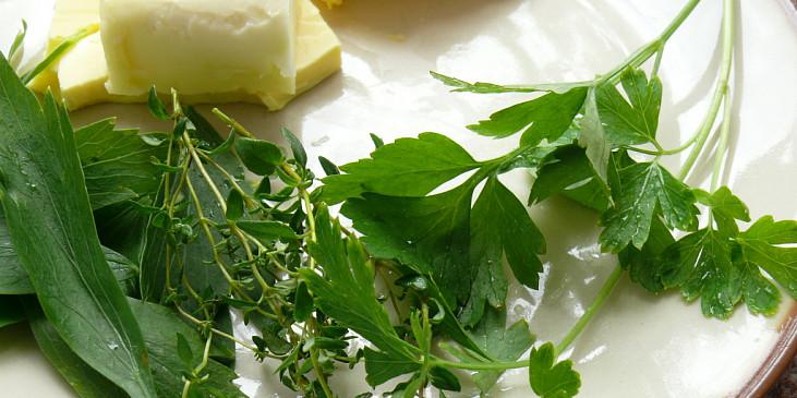 ingredience na bylinkové máslo