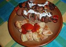 Marinované špízy ze tří druhů masa