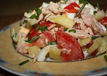 Salát s medvědím česnekem a tuňákem
