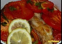 Kapr zapečený s rajčaty