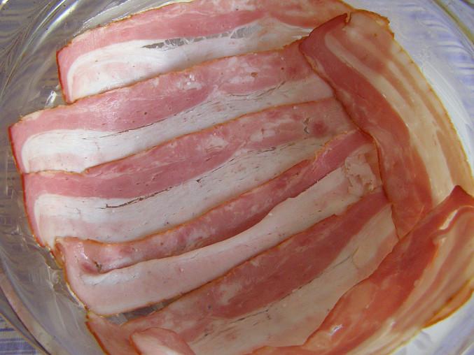 pekáček vyložený slaninou