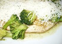 Kuřecí plátek s brokolicí a sýrem
