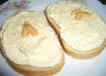 Sýrová pomazánka s burskými oříšky