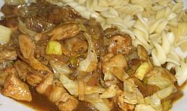 Těstoviny s čínskou omáčkou