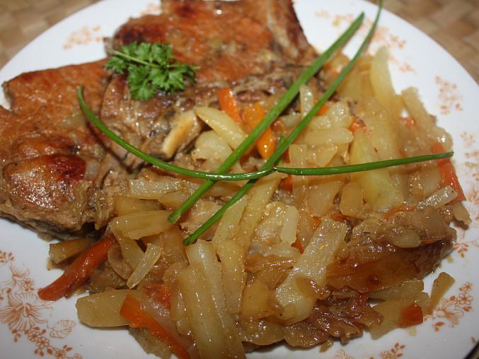 Vepřové dušené se zeleninou a bramborem