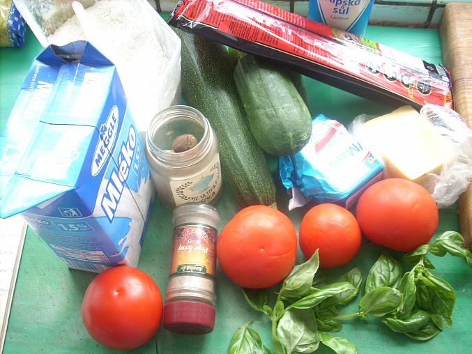 Zapečené makaróny se sýrem a rajčaty