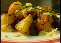 Brambory opečené s houbami a sýrem