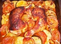 Kuřecí stehna na rajčatech a cuketách