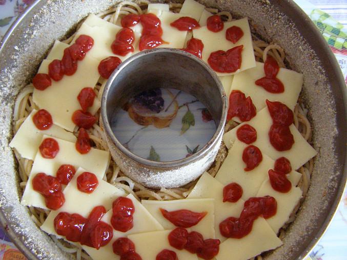 vrstva sýra a kečupu