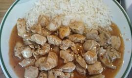 Čína z kuřecího masa s rýží
