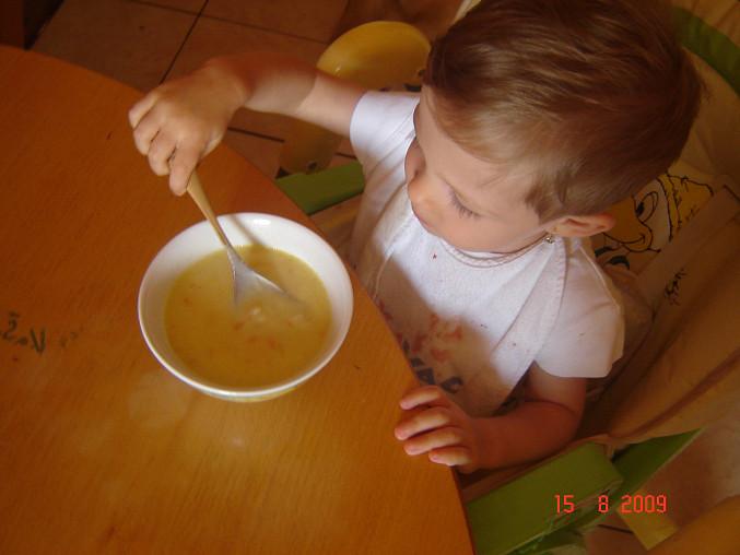 Kedlubnová nebo květáková mléčná polévka, 17 měsíční Terezce moc chutnala:-)děkujeme