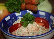 Kedlubnový salát s jablky a mrkví