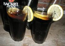 Kolový alkoholický drink.