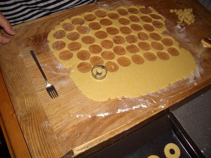Medové kroužky, vykrajuji a vykrajuji