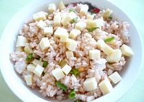 Rýžový salát se sýrem